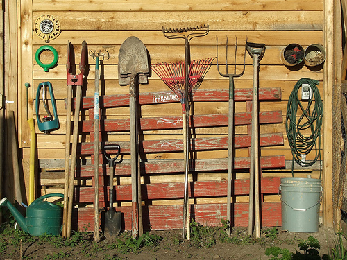 Garden Tools from On Earth via Tomato Dirt