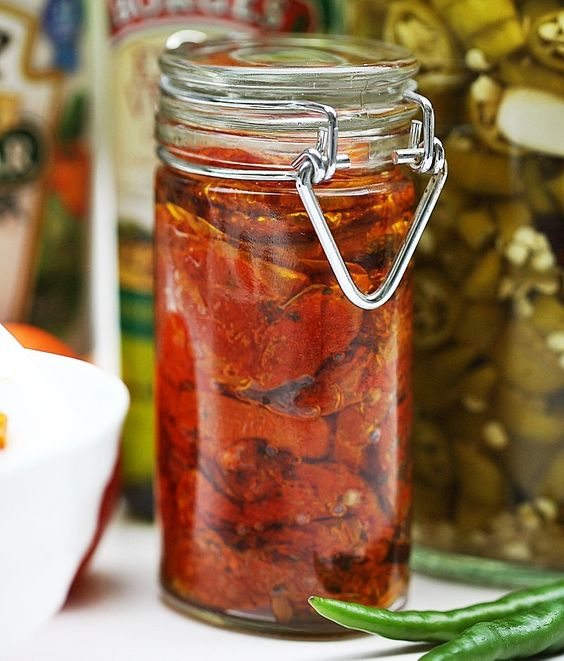 Dried tomatoes reconstituted in oil